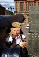 EX0526E-D02865 : Blarni and Beni, two teddy bears on a cannon on the city walls in Derry, Co. Londonderry, Northern Ireland.