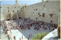 EM0713A-F00207 : Crowds at the Western Wall of the Temple (The Wailing Wall)