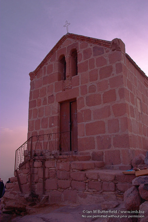 EW0508A-D02017 : The small chapel on top of Gebil Musa, Mount Sinai. Egypt