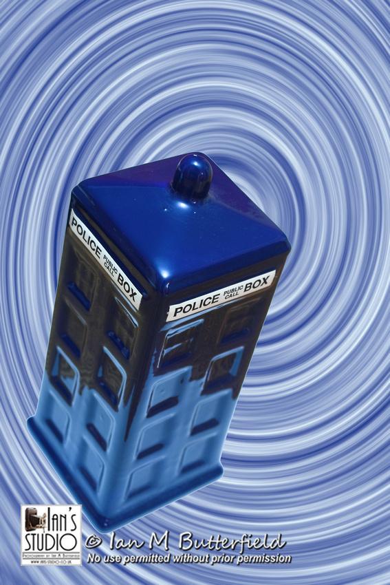 POTD (8 years ago today) 29 Jan 2007 : Tardis (police telephone box) shaped money box